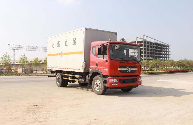 东风6米8易燃气体运输车