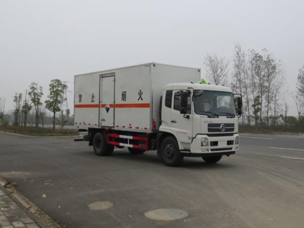 天锦10吨腐蚀性物品厢式车