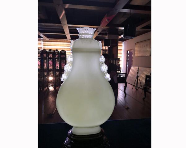 白玉云龙瓶