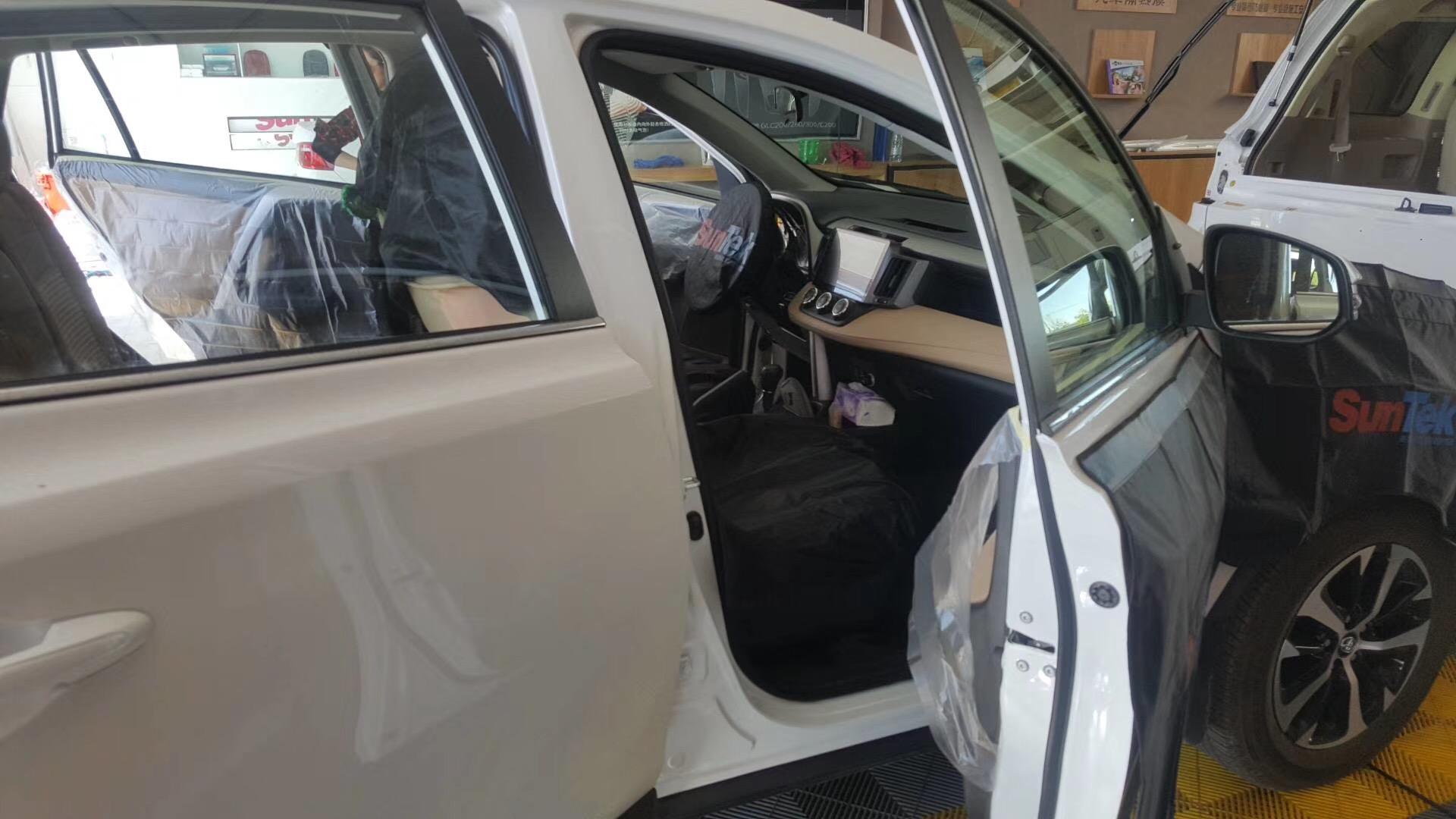 汽车贴膜颜色应该如何选择呢