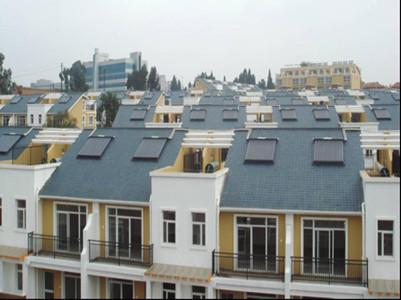 新疆华域龙湾小区分体式皇明太阳能热水工程