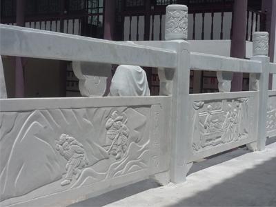 石材栏杆经过长时间的暴露和外面的雨水,裂缝会增加,影响栏杆牢固性,美观性和使用寿命