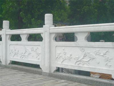 石雕栏杆的雕刻工艺流传了几千年,不仅作为寺庙古建装饰,更多的是起到安全防护的作用