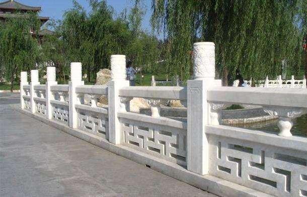 栏杆厂家详解护城河石材栏杆的样式和价格