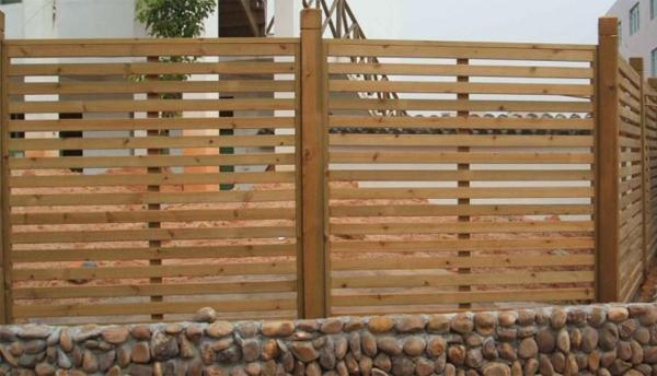 南阳防腐木围栏让庭院隐秘又美丽