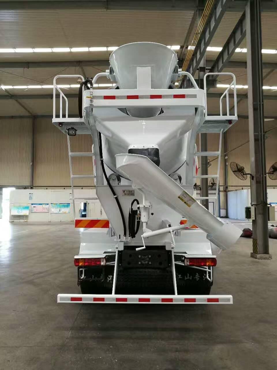 搅拌运输车的供水系统