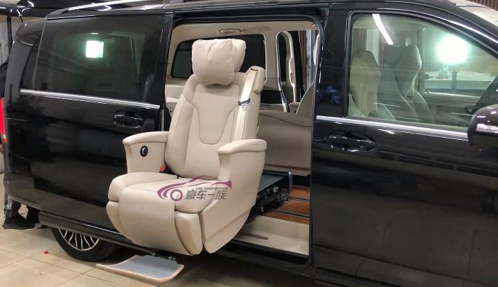 奔驰福祉车改装福祉座椅行动不便人士的福音