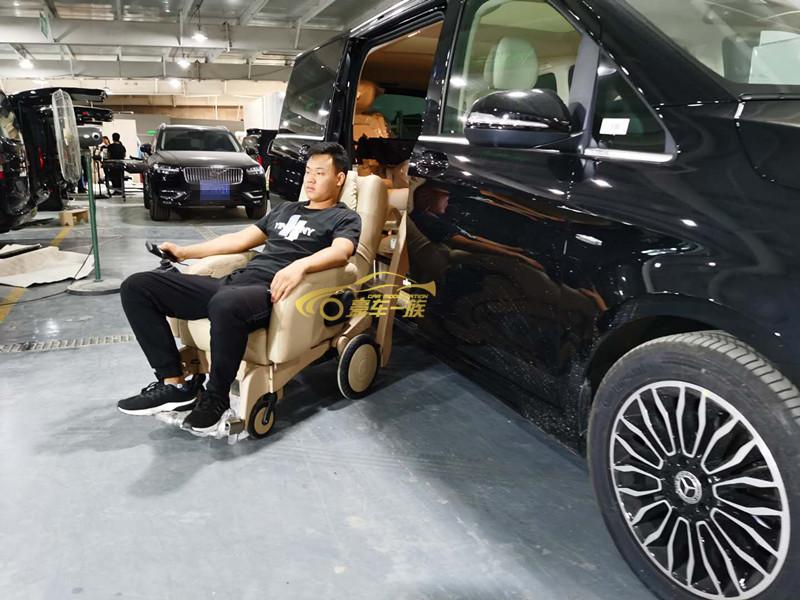 实拍埃尔法改装福祉座椅效果福祉轮椅多少钱