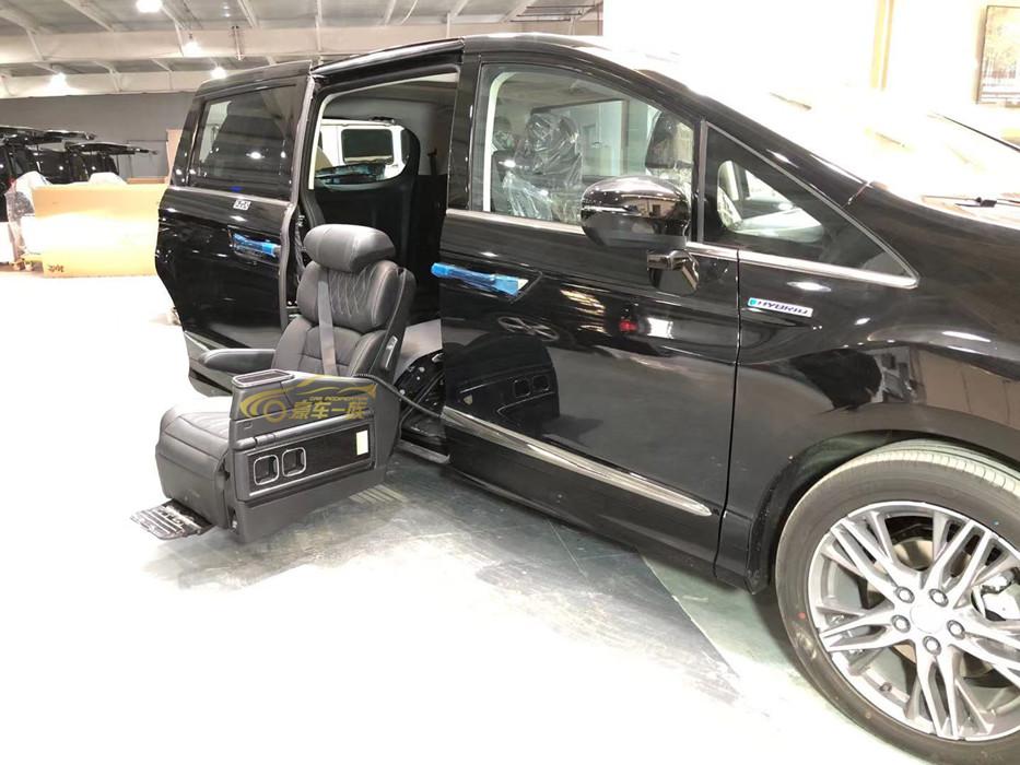 豪车一族拥有专业技术改装福祉座椅团队