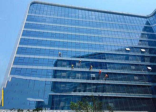 高空玻璃幕墙清洗