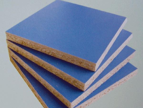 作为橱柜市场主导产品的防火板在购买时要看门板是否变形