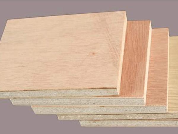 玻镁防火板是不燃板材,遇火燃烧的过程中能够吸收大量的热能