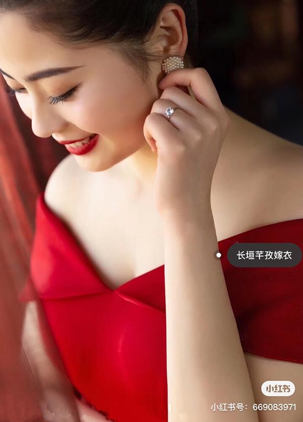 红色抹胸礼服
