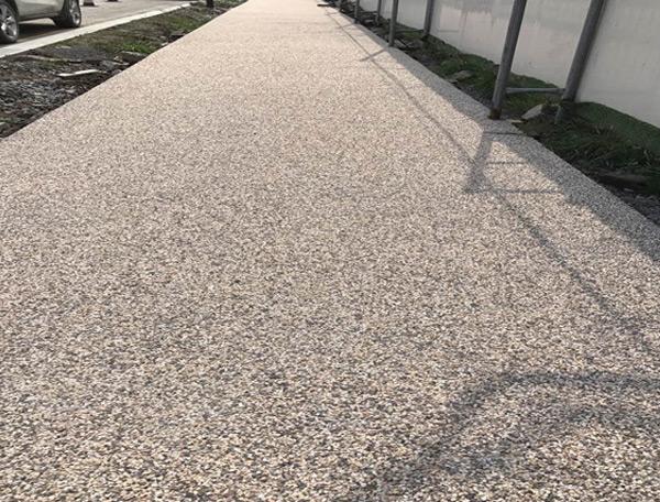 学校露骨料透水地坪施工
