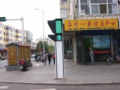 一体人行道格交通信号灯案例