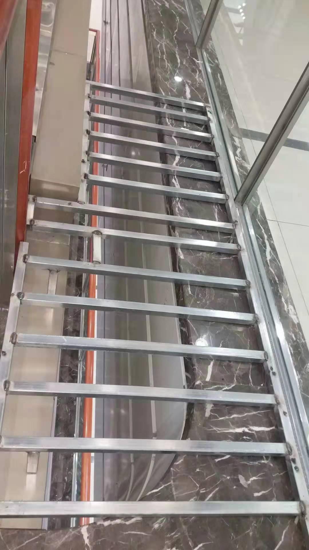 商城楼梯口扶手安全改造