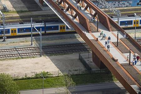 锈蚀钢板天桥