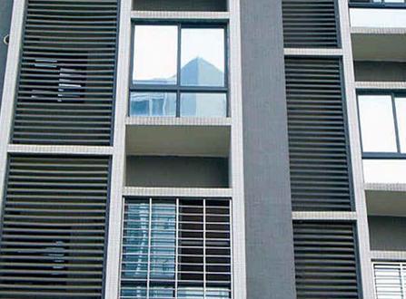 建筑外墙百叶窗的特点简介