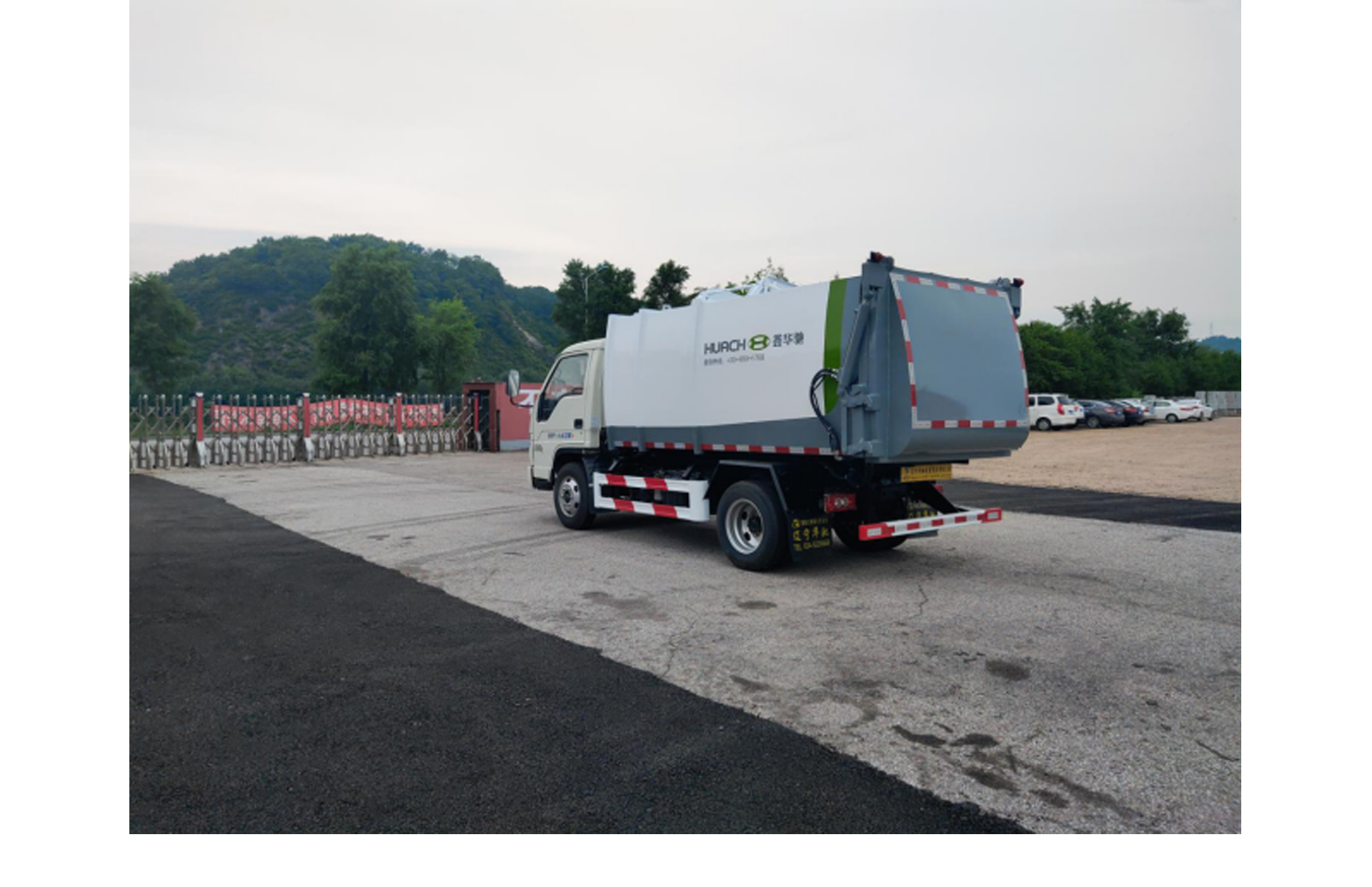 路上经常看到垃圾车,是怎么操作的,您知道吗?