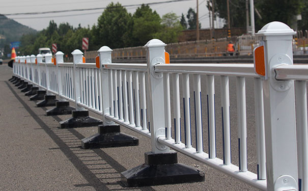 喷塑栏杆多少钱一米