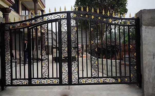 锌合金钢护栏大门安装完
