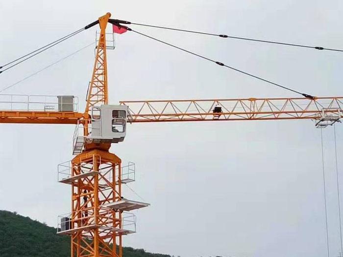 山东塔吊租赁公司讲述塔吊滑钩的预防措施。