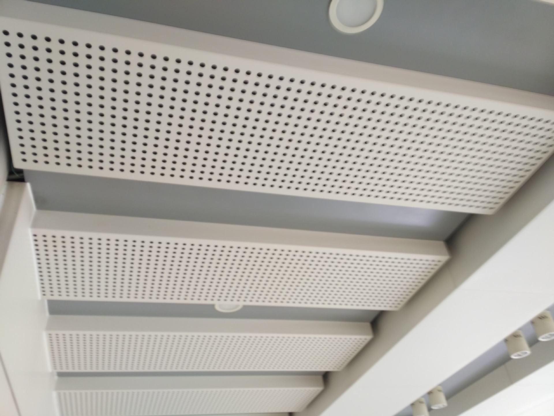 廣東鋁單板加工廠告訴你粉末聚脂漆噴涂鋁單板具有哪些特點
