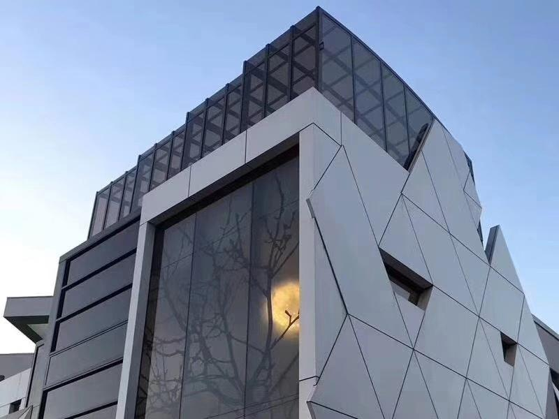 铝单板幕墙安装方式为什么会影响铝单板的耐久