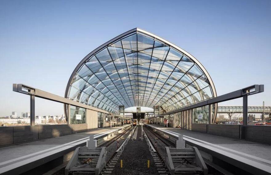 大跨度拱形钢结构施工技术