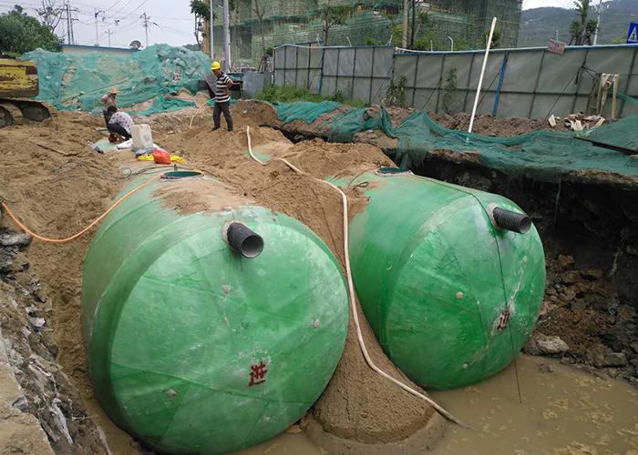 马尾快安大德广场中型玻璃钢化粪池罐施工