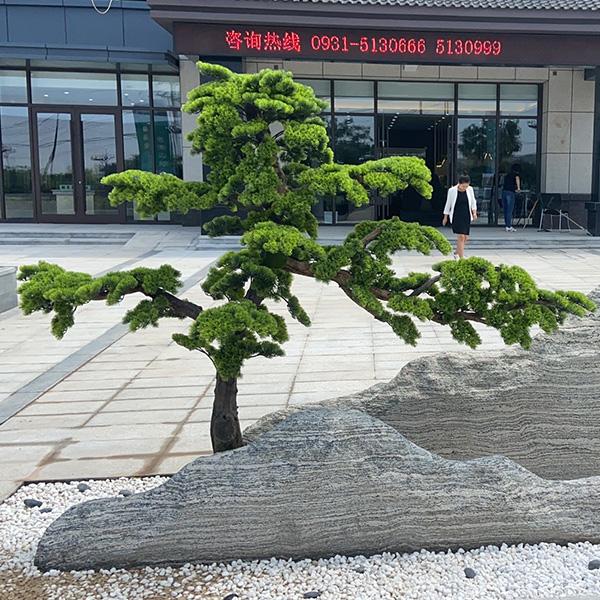 办公楼仿真树造景
