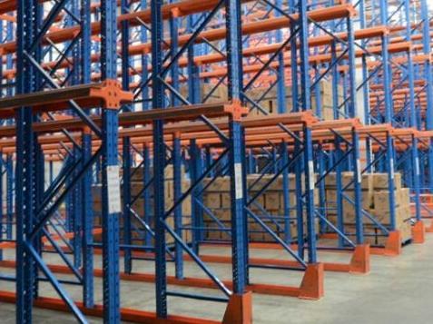 仓储货架厂家简述如何避免中型仓储货架的变形呢?