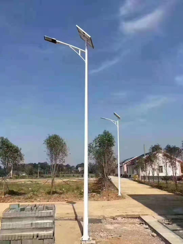 太阳能路灯与传统的路灯有哪些差别?