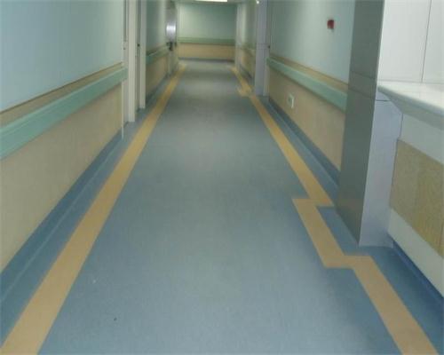 成都同质透心地板厂家浅析塑胶地板适合养老院