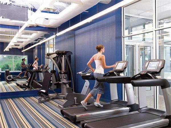 成都健身房PVC塑胶地板安装
