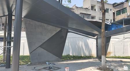 你知道吗铝单板产品在加工的时候会在其表面添加氟碳涂层?