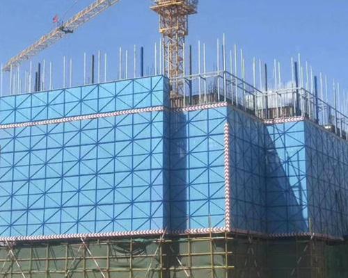 談談建筑防護爬架網的應用操作