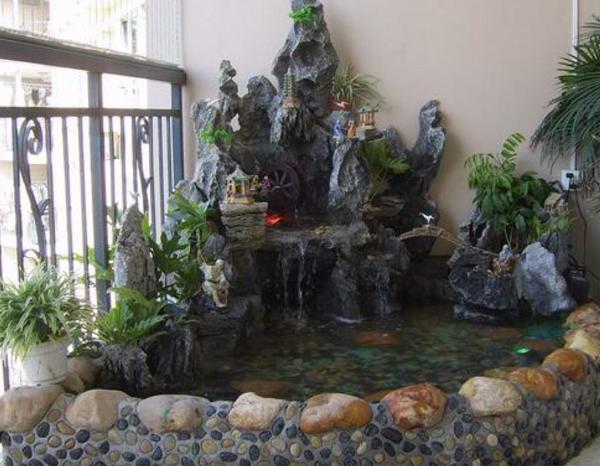 阳台假山鱼池