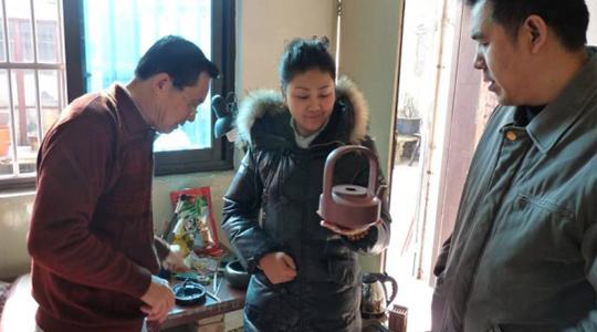 深圳市前畫協主席方斌先生·張炬鸿老師·問清制壶
