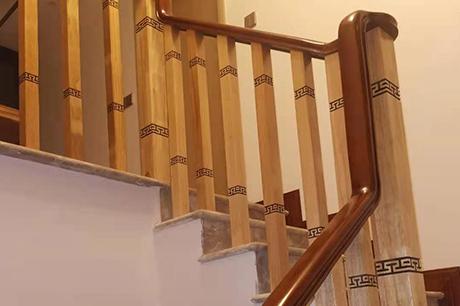 阁楼实木楼梯定制