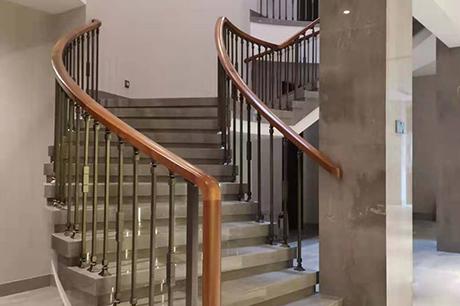 酒店实木楼梯