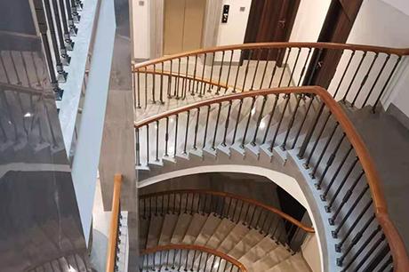 重庆酒店实木楼梯