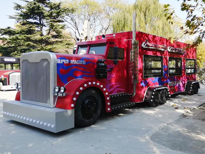 大型移动餐车