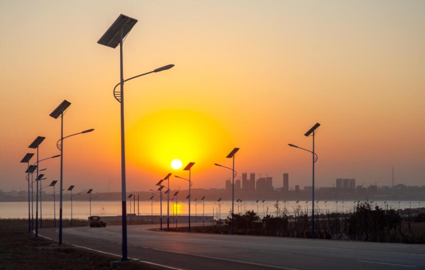 雨季太阳能路灯一样可以为你照明