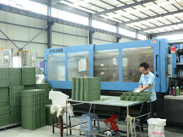 植草格生產設備