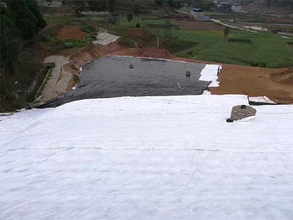 垃圾填埋场用膨润土防水毯