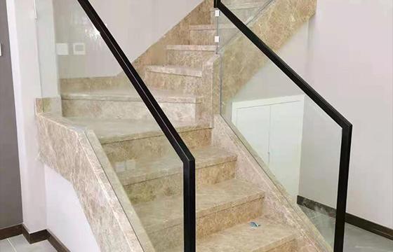 石材玻璃楼梯