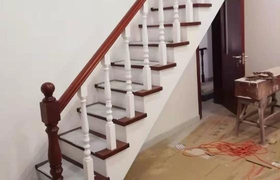 家庭实木楼梯