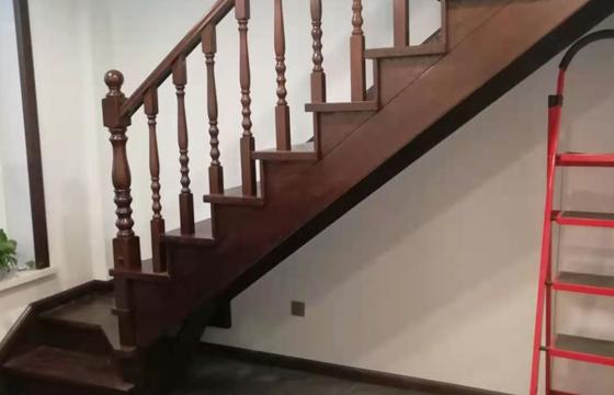 常规实木楼梯