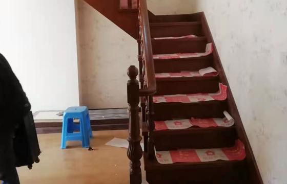 古典实木楼梯